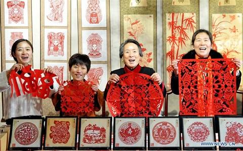 Rực rỡ sắc đỏ Tết Nguyên đán tại làng nghề Trung Quốc - hình ảnh 7