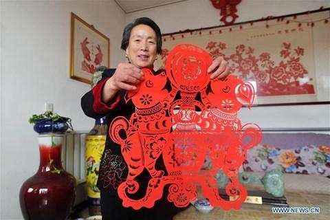 Rực rỡ sắc đỏ Tết Nguyên đán tại làng nghề Trung Quốc - hình ảnh 8