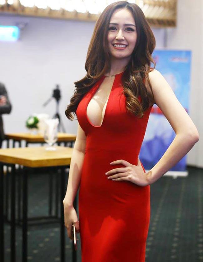 Thót tim với váy khoe vòng 1 của Mai Phương Thúy và sao Việt - hình ảnh 2