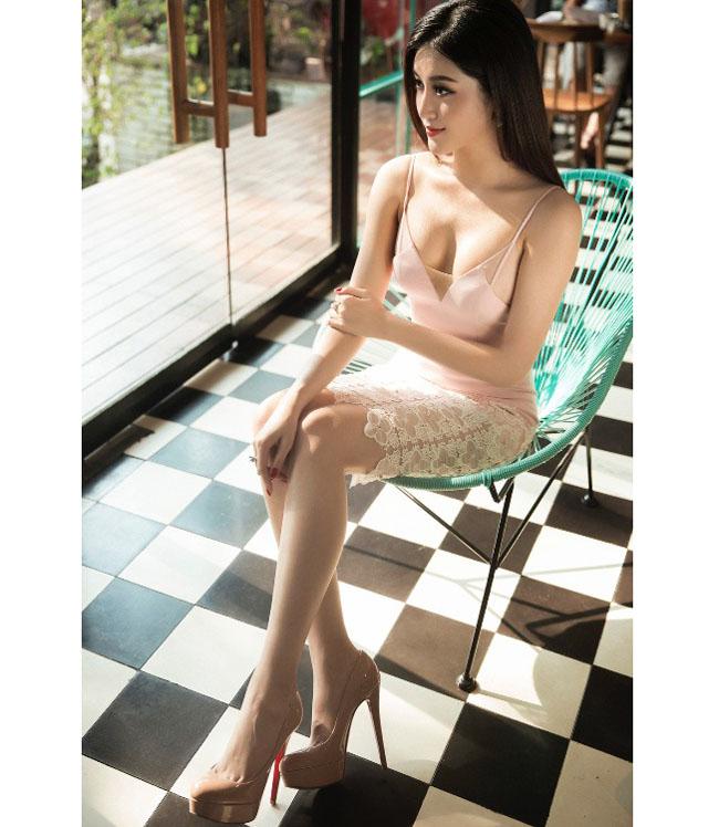 Thót tim với váy khoe vòng 1 của Mai Phương Thúy và sao Việt - hình ảnh 5