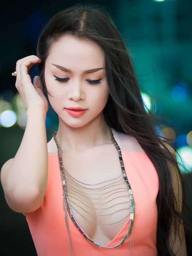 Thót tim với váy khoe vòng 1 của Mai Phương Thúy và sao Việt - hình ảnh 12