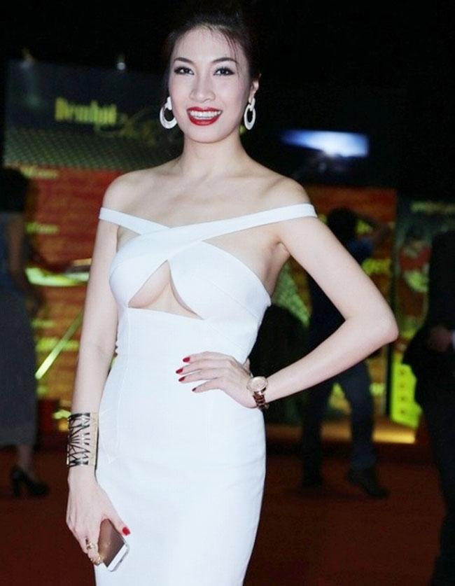 Thót tim với váy khoe vòng 1 của Mai Phương Thúy và sao Việt - hình ảnh 13