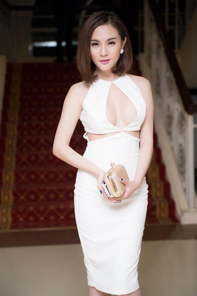 Thót tim với váy khoe vòng 1 của Mai Phương Thúy và sao Việt - hình ảnh 14
