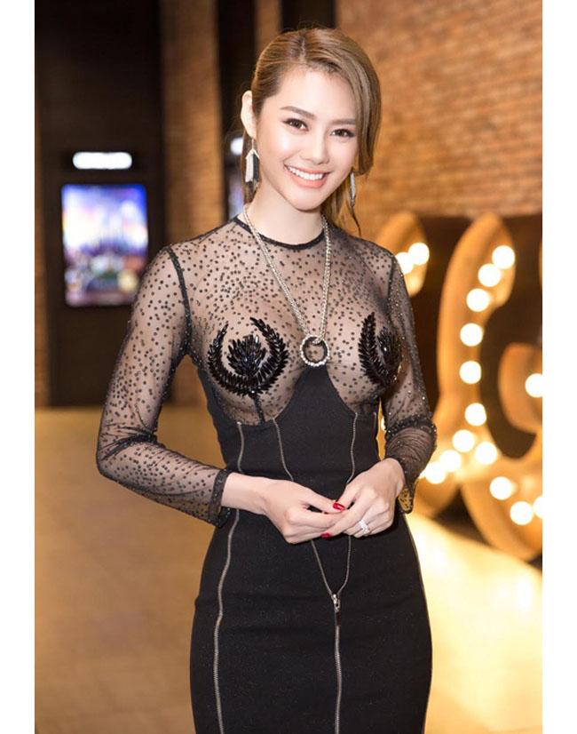Thót tim với váy khoe vòng 1 của Mai Phương Thúy và sao Việt - hình ảnh 16