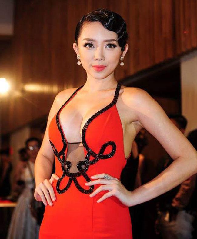 Thót tim với váy khoe vòng 1 của Mai Phương Thúy và sao Việt - hình ảnh 15