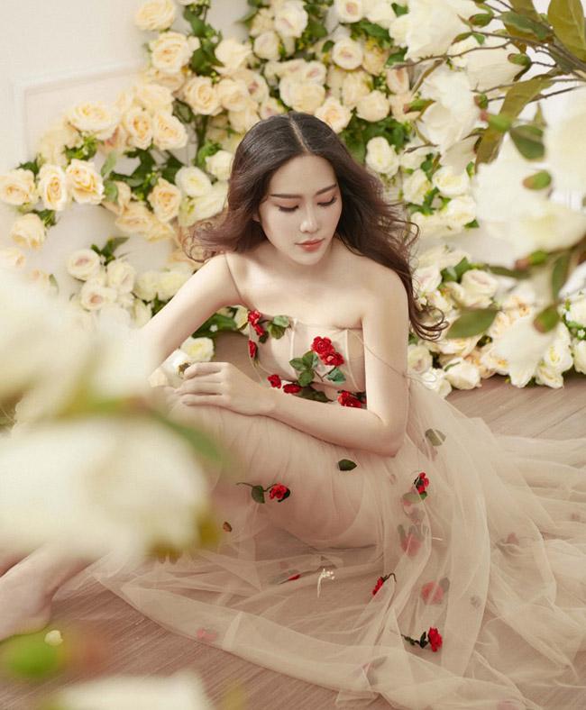 Hoa khôi Nam Em mặc mỏng manh như sương mai đón Tết Mậu Tuất - hình ảnh 2