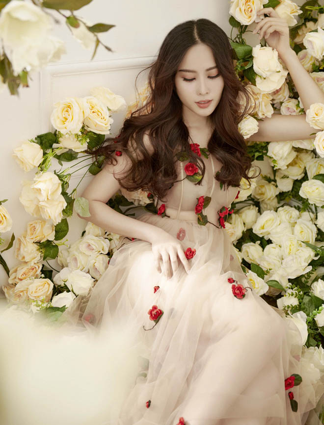Hoa khôi Nam Em mặc mỏng manh như sương mai đón Tết Mậu Tuất - hình ảnh 4
