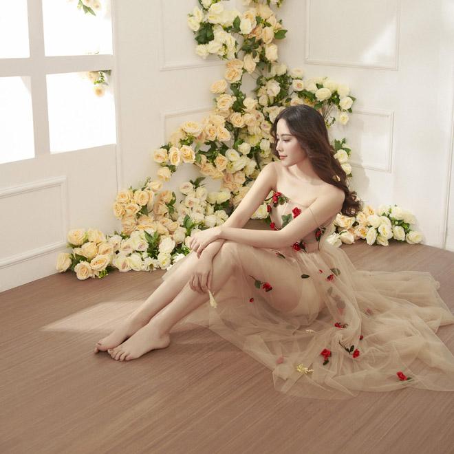 Hoa khôi Nam Em mặc mỏng manh như sương mai đón Tết Mậu Tuất - hình ảnh 1