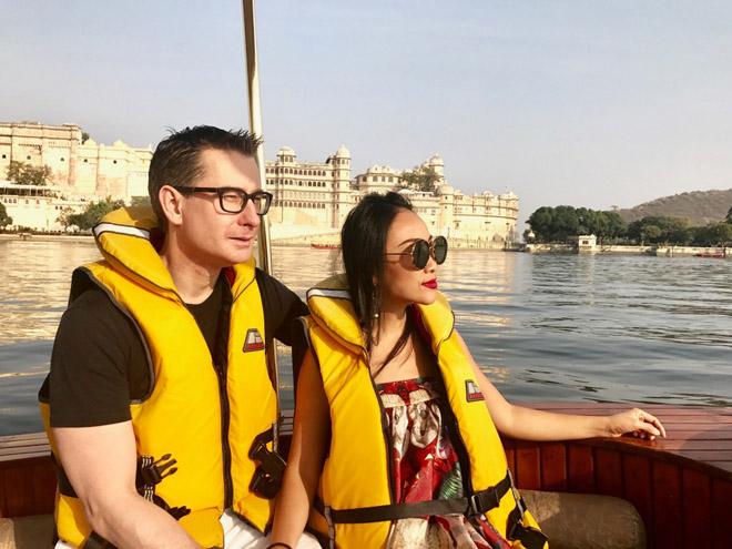 Vợ chồng Đoan Trang đón lễ tình nhân xa hoa tại Ấn Độ - hình ảnh 1