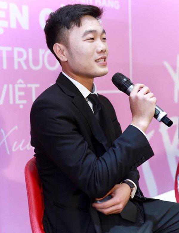 """Hốt hoảng với gương mặt """"đắp bột"""" của đội trưởng U23 VN Xuân Trường - hình ảnh 1"""
