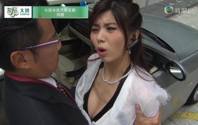 """Những siêu vòng 1 làm """"chao đảo"""" màn ảnh Hong Kong năm qua - hình ảnh 1"""