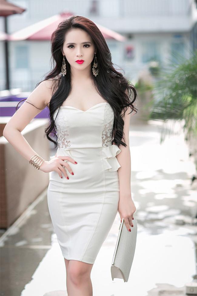 """Mải miết khoe vòng 1, mỹ nhân Việt để lộ """"sơ hở"""" giật mình - hình ảnh 12"""