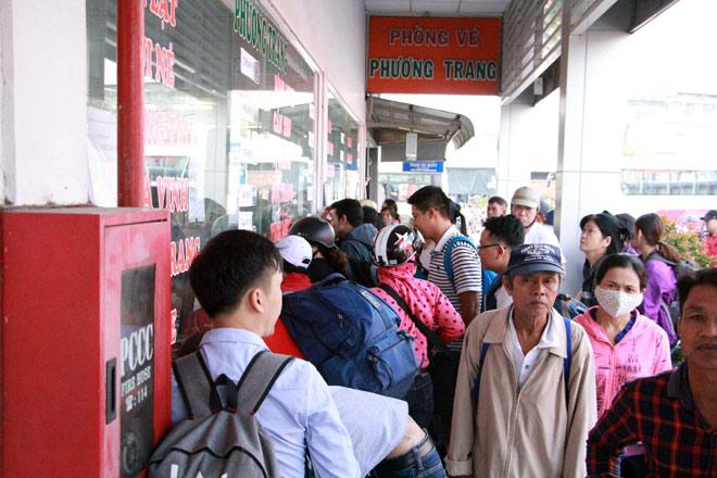 Người miền Tây rồng rắn rời Sài Gòn về quê đón Tết - hình ảnh 7