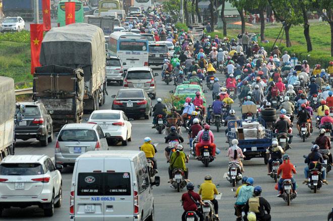Người miền Tây rồng rắn rời Sài Gòn về quê đón Tết - hình ảnh 2