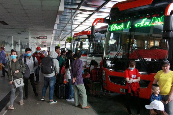 Người miền Tây rồng rắn rời Sài Gòn về quê đón Tết - hình ảnh 5