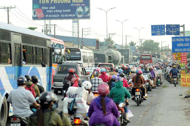 Người miền Tây rồng rắn rời Sài Gòn về quê đón Tết - hình ảnh 4