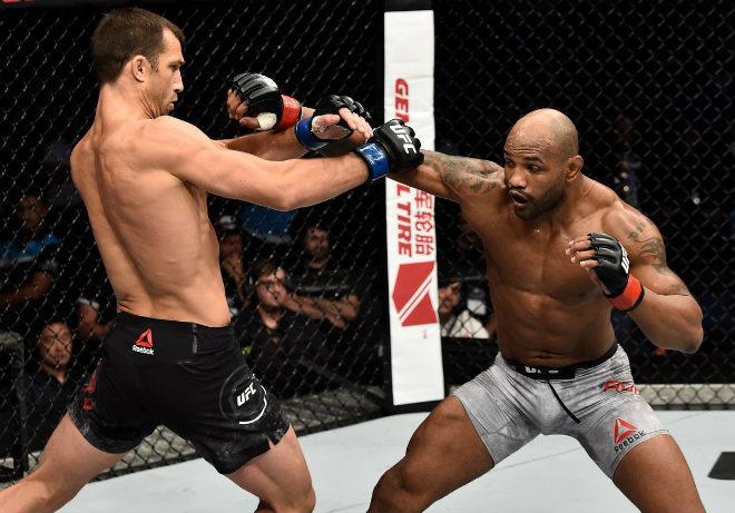 """UFC: Hạ knock-out trời giáng & trao nụ hôn """"thần chết"""" - 1"""