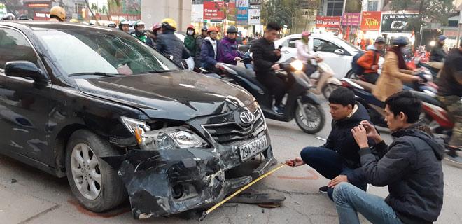"""""""Xe điên"""" gây tai nạn kinh hoàng trên đường Trần Phú chiều 28 Tết - hình ảnh 10"""
