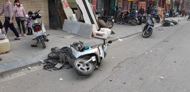 """""""Xe điên"""" gây tai nạn kinh hoàng trên đường Trần Phú chiều 28 Tết - hình ảnh 4"""