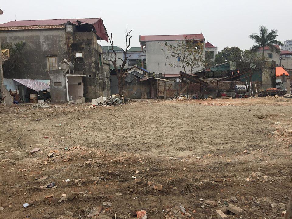 Dân làng Quan Độ phủ bạt lên nóc nhà đón Tết sau vụ nổ rung chuyển Bắc Ninh - hình ảnh 2