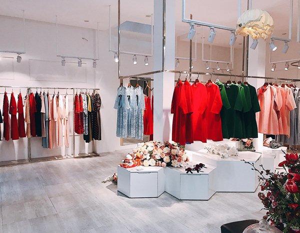 Hàng thời trang giảm giá chóng mặt ngày sát Tết - hình ảnh 1