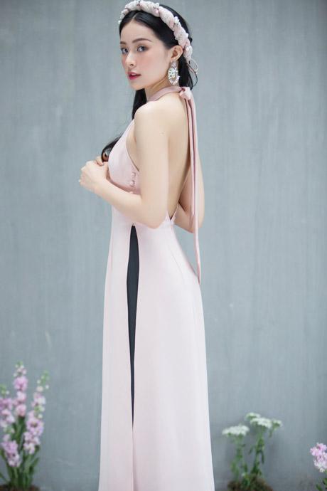 Hạ Vi mặc áo dài hở lưng, sexy lấn át hoa hậu dịp Tết Mậu Tuất - hình ảnh 2