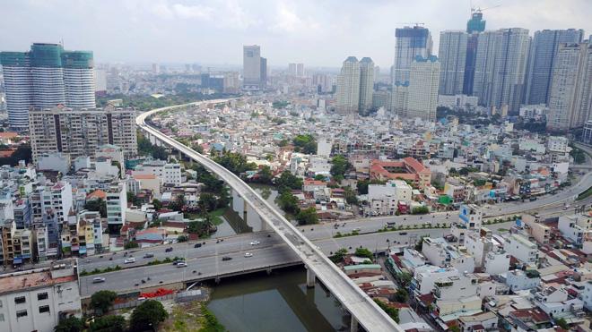 Đường cong uốn lượn của metro đầu tiên ở SG sau 6 năm thi công - hình ảnh 2