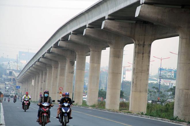 Đường cong uốn lượn của metro đầu tiên ở SG sau 6 năm thi công - hình ảnh 1