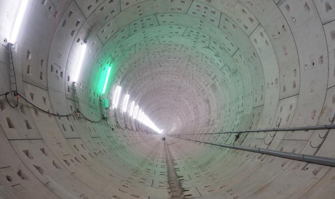 Đường cong uốn lượn của metro đầu tiên ở SG sau 6 năm thi công - hình ảnh 12