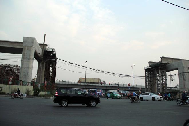 Đường cong uốn lượn của metro đầu tiên ở SG sau 6 năm thi công - hình ảnh 5