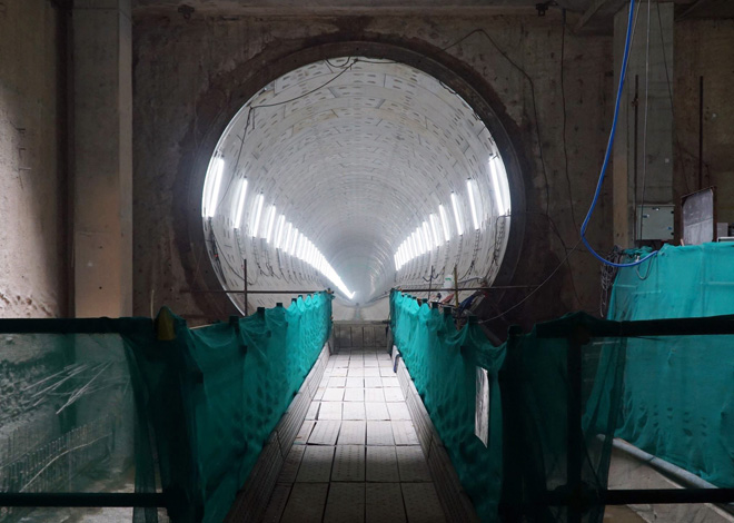 Đường cong uốn lượn của metro đầu tiên ở SG sau 6 năm thi công - hình ảnh 11