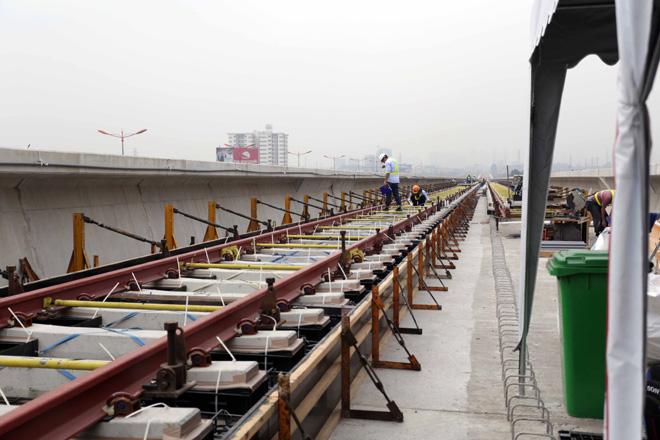 Đường cong uốn lượn của metro đầu tiên ở SG sau 6 năm thi công - hình ảnh 7