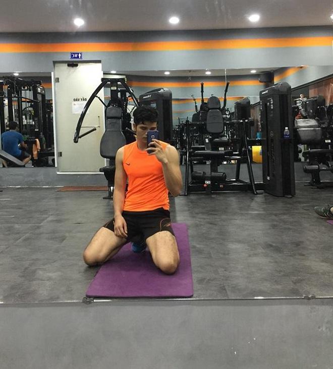 """""""Bác sĩ mỹ nam"""" dân tộc K'Ho khoe cơ bắp trong phòng gym - hình ảnh 4"""