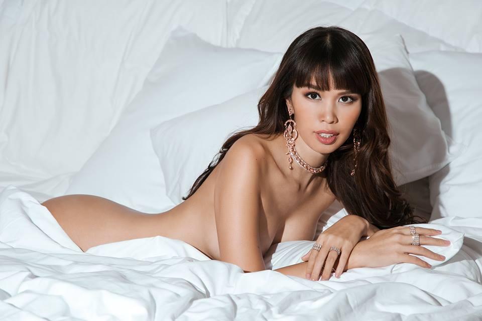 """Bầu 5 tháng, siêu mẫu Việt vẫn bán nude quá """"nóng"""" nhân Valentine! - hình ảnh 1"""