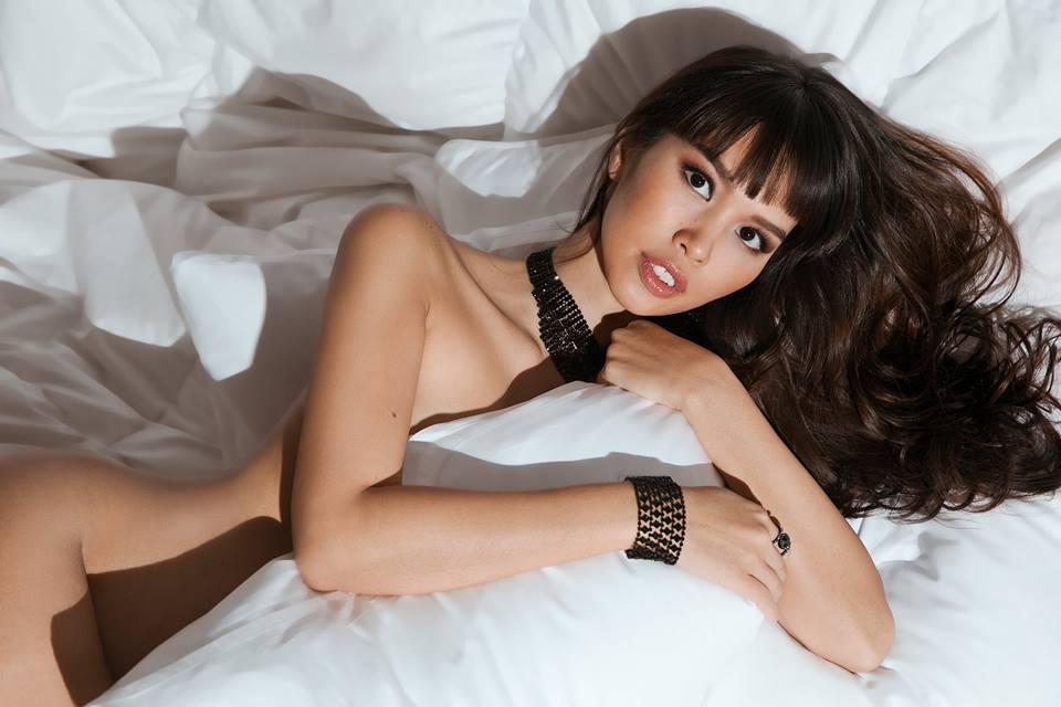 """Bầu 5 tháng, siêu mẫu Việt vẫn bán nude quá """"nóng"""" nhân Valentine! - hình ảnh 4"""
