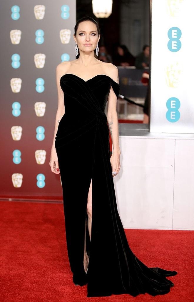 Angelina Jolie bị chê xuống sắc vẫn mặc đẹp nhất thảm đỏ BAFTA - 1