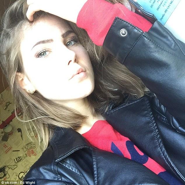 Nga: Nhảy từ tầng 14 xuống đất vẫn sống, đi lấy dao tự đâm tiếp - 1