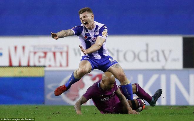 Man City thua sốc FA cup, Pep Guardiola suýt ẩu đả với HLV Wigan - 1