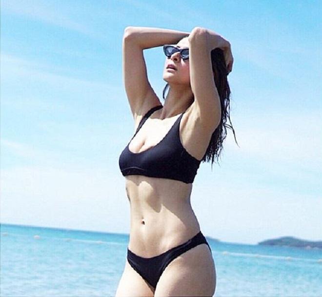 Người đàn bà đẹp nhất Philippines khoe múi bụng quá đỗi sexy - hình ảnh 1