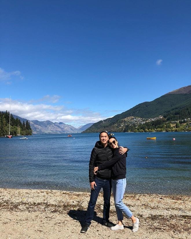 Vợ chồng Hà Tăng khoe ảnh tình cảm tại New Zealand - 1