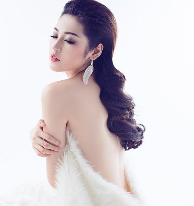 1. Á hậu Tú Anh là một trong những MC chân dài, dáng chuẩn nhất VTV hiện nay. Người đẹp sinh năm 1993 nằm trong số ít ỏi những hoa - á hậu Việt theo đuổi nghiệp báo.