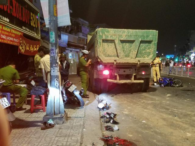 """Vụ xe ben """"đại náo"""" phố Sài Gòn: 1 nạn nhân đã tử vong"""