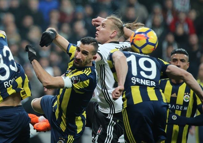 Trận đấu hóa võ đài: Pepe cà khịa, bạn thân Ronaldo đấm vỡ mặt đối thủ - 1