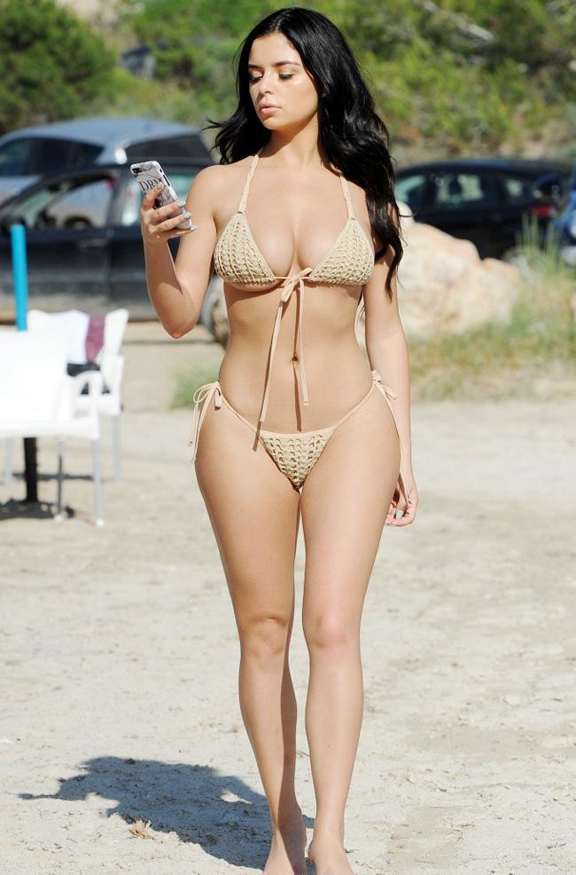 Áo tắm nude gây hiểm lầm không mặc đồ của các chân dài đình đám - hình ảnh 3