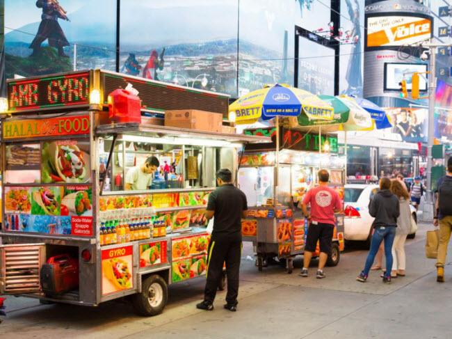 New York, Mỹ: Thành phố gây ấn tượng với các món ăn từ 94 quốc gia khác nhau trên thế giới. Du khách có thể thưởng thức hương vị ẩm thực đặc trưng của Salvador, Trinidad, Peru, Senegal, Belarus, Bangladesh, Lào,…