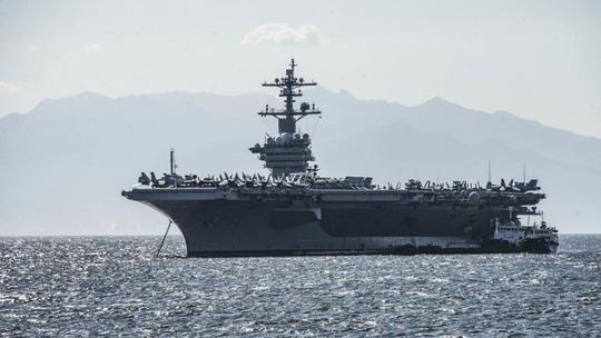 Hình ảnh mới nhất trên Biển Đông của tàu sân bay Mỹ sắp đến Việt Nam - 1