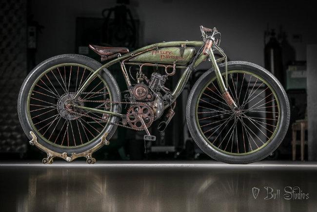 """1926 Harley-Davidson Board track racer được đặt biệt danh ấn tượng """"Peashooter"""" (Súng bắn hạt đậu) là một mẫu xe đua hoàn toàn."""