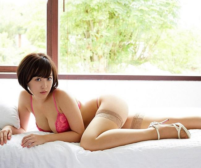 """Loạt ảnh """"nóng"""" của mẫu nội y có khuôn ngực đẹp nhất Nhật Bản - hình ảnh 4"""