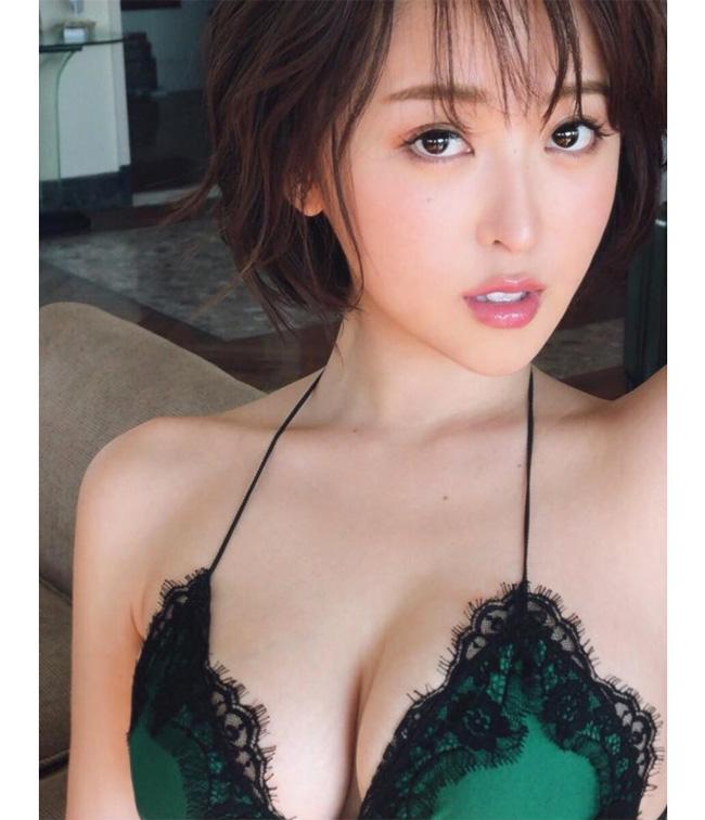 """Loạt ảnh """"nóng"""" của mẫu nội y có khuôn ngực đẹp nhất Nhật Bản - hình ảnh 12"""