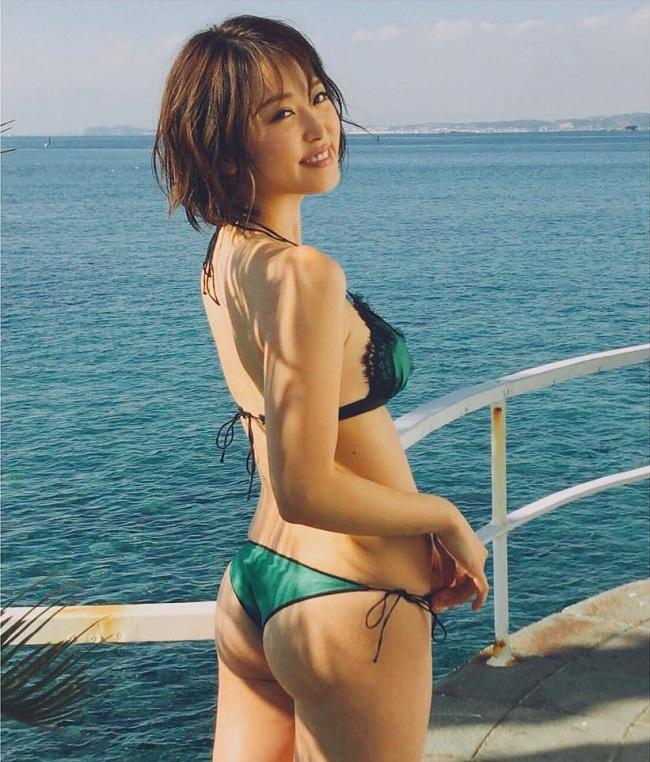 """Loạt ảnh """"nóng"""" của mẫu nội y có khuôn ngực đẹp nhất Nhật Bản - hình ảnh 17"""